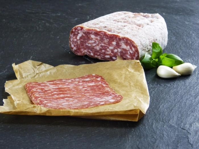 Salami Spianata Romana geschnitten