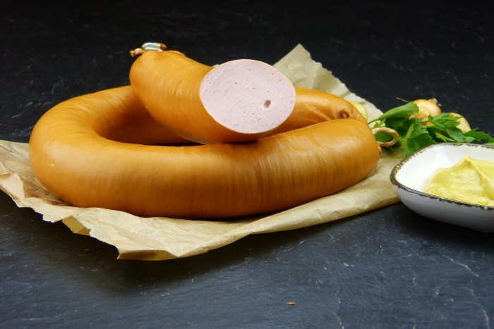 Fleischwurst im Ring im Naturdarm